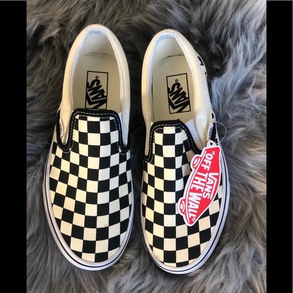 817d6d080d6 Vans Classic Checkered Slip On sneaker 7. M 5cb8b8a08d653d6cf87f3967